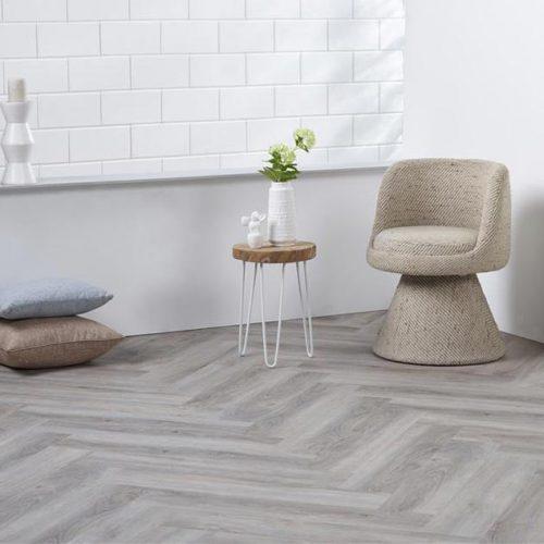 Ambiant Spigato Visgraat PVC vloer – 2533 – Light Grey [Dryback PVC] – INCLUSIEF EGALISEREN EN LEGGEN