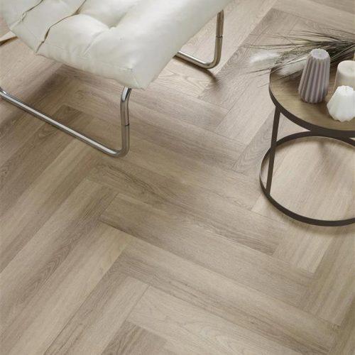 Ambiant Spigato Visgraat PVC vloer – 3504 – Beige [Dryback PVC] – INCLUSIEF EGALISEREN EN LEGGEN
