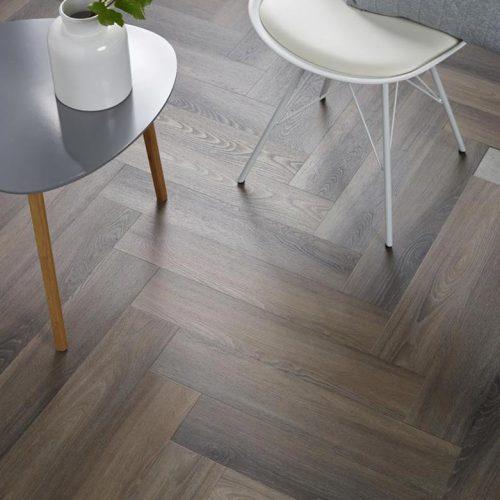 Ambiant Spigato Visgraat PVC vloer – 3506 – Dark Grey [Dryback PVC] – INCLUSIEF EGALISEREN EN LEGGEN